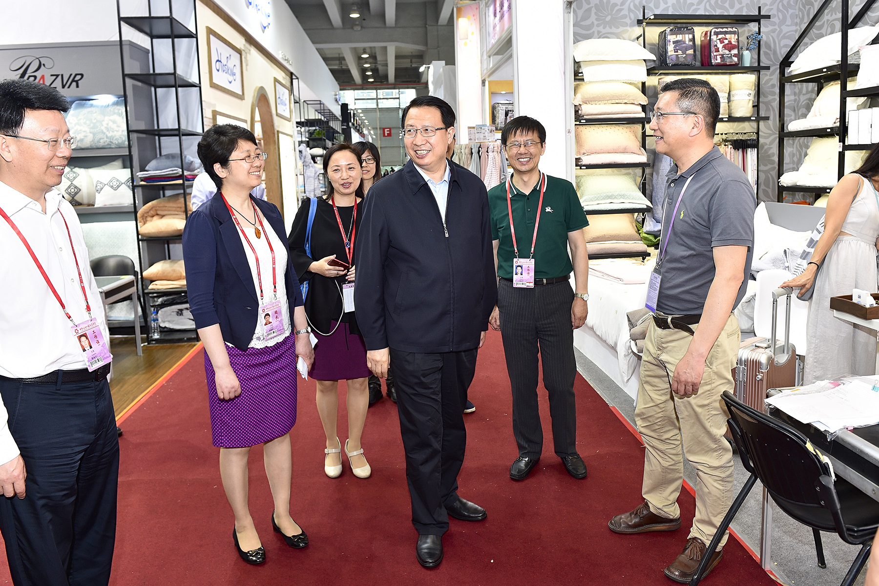 The Deputy governor of Jiangsu visited KOSMOS in Canton Fair